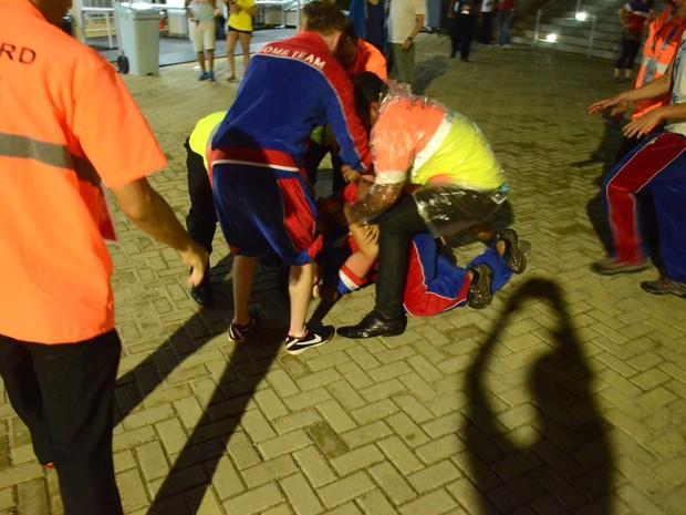 Torcedores americanos brigam após jogo no Arena das Dunas, em Natal 3 (Foto: Jose Aldenir)