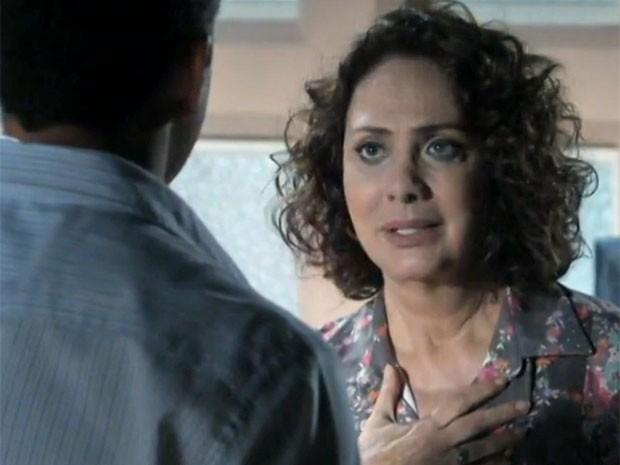 Ordália tem um pressentimento ruim com Bruno e Paloma (Foto: Amor à Vida/TV Globo)