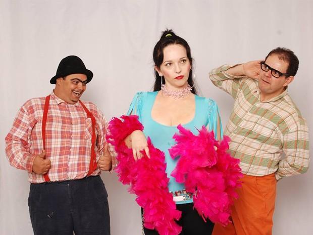 Cipriano e Alípio, personagens caipiras, se apresentam no Teatro Municipal de Alfenas (Foto: Nivaldo Martins/Cena Set Produções)