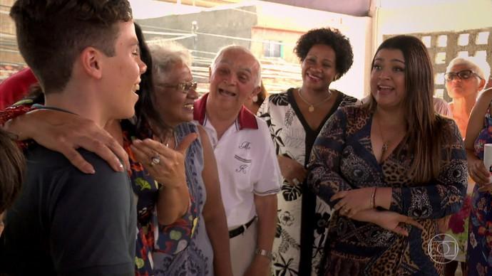 Preta Gil visita família em Pernambuco junto com Regina Casé (Foto: TV Globo)