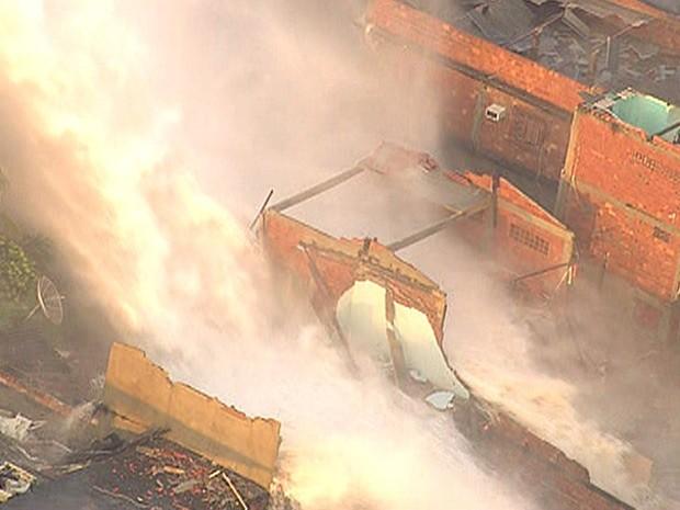 Casa ficou destruída com a força da água (Foto: Reprodução/TV Globo)
