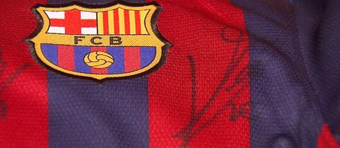 Autógrafo de Messi na camisa do Barcelona  (Foto: Felipe Lazzarotto/EPTV)
