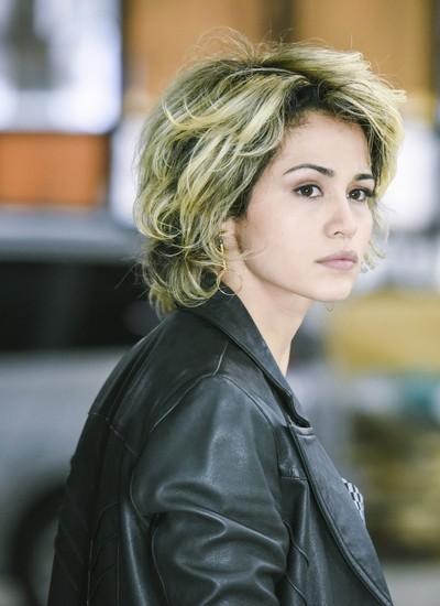 Nanda em cena do seriado. Sua personagem, Camila, será dançarina de boate cercada por mistério  (Foto: Divulgação)