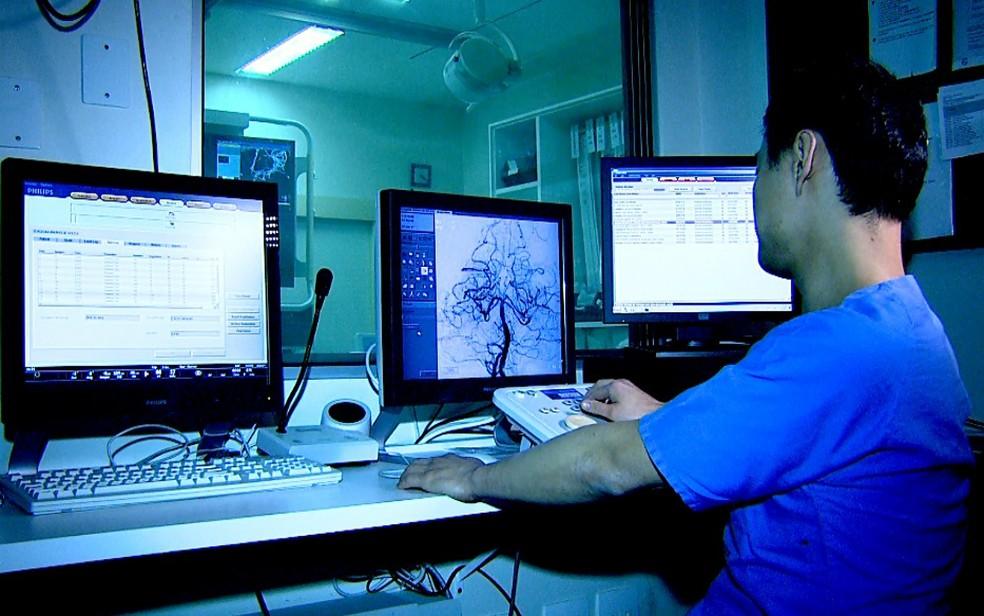 Pesquisadores da USP usam técnica de cateterismo cerebral para reduzir sequelas em vítimas de AVC (Foto: Cláudio Oliveira/EPTV)