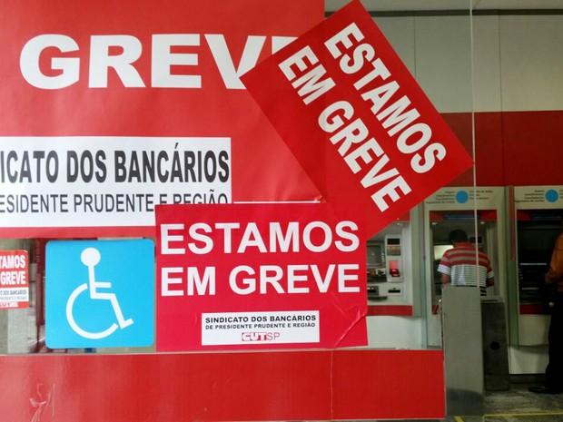 Greve dos bancários completou quatro semanas nesta terça-feira (4) (Foto: Heloise Hamada/G1)