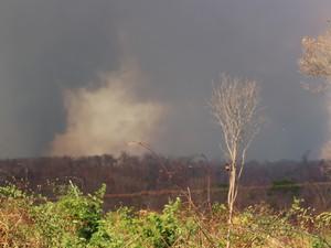 Teresina ficou coberta pela fumaça (Foto: Ellyo Teixeira/G1)