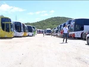 Estacionamento de ônibus feriado cabo frio (Foto: Reprodução Intertv)