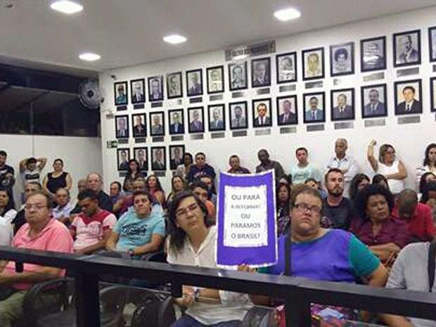 Em São Lourenço, moradores foram para a Câmara Municipal apoiar manifesto formal de veradores contra reforma da previdência no dia 27 de março (Foto: Reprodução/Facebook/Câmara Municipal de São Lourenço)