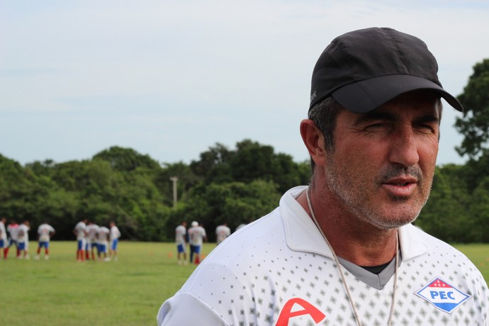 Paulo Moroni, técnico do Piaui (Foto: Emanuele Madeira/GLOBOESPORTE.COM)