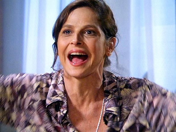 Cora comemora e diz que vai andar nua pela rua! (Foto: Tv Globo)