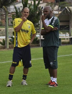 Éwerton Maradona e técnico Thiago Oliveira, Caldense (Foto: Lúcia Ribeiro)