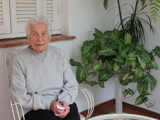 Maria Justo, 90 anos, disse que não consegue dormir em dia de jogo e hoje tem medo de andar pela Vila Madalena (Foto: Glauco Araújo/G1)