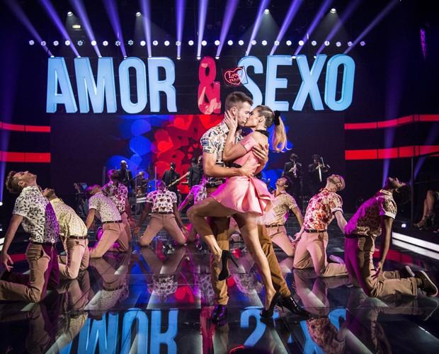 Fernanda Lima e Rodrigo Hilbert dançam e cantam ao som de 'Time of my life' (Foto: Raphael Dias / TV Globo)