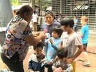 Familiares de vítimas da Kiss doam brinquedos para crianças carentes