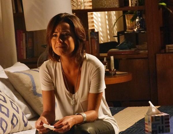 Clara não segura o choro (Foto: Gshow)
