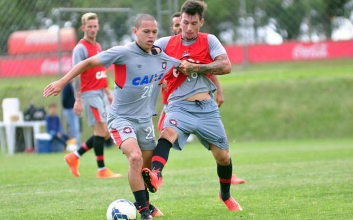 Marcos Guilherme Atlético-PR (Foto: Gustavo Oliveira/ Site oficial Atlético-PR)