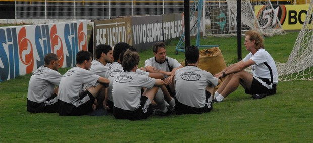 Sérgio Guedes se reúne com elenco do XV de Piracicaba (Foto: Eduardo Castellari/XVPiracicaba)