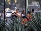Eike Batista se exercita na orla de Ipanema com a namorada