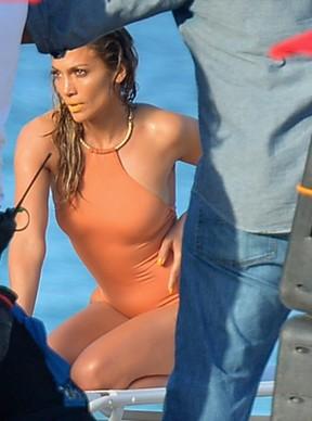 Jennifer Lopez com o namorado, Casper Smart, em bastidores de gravação de clipe em Fort Lauderdale, na Flórida, nos Estados Unidos (Foto: Olivia Salazar/ Getty Images)