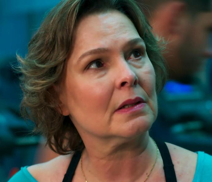 Irene pergunta se Joana é a menina que está virando a cabeça de Gabriel (Foto: TV Globo)