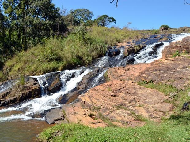 Cachoeira faz parte da paisagem de Termópolis (Foto: Tiago Campos / G1)