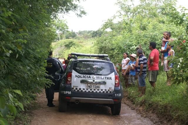 Corpo de Máximo foi encontrado em estrada de terra (Foto: Connecttv Macaíba)