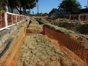 Escavações preliminares nas obras do VLT revelaram pisos de ruas do século XVIII (Foto: Roberto Moura/ G1)