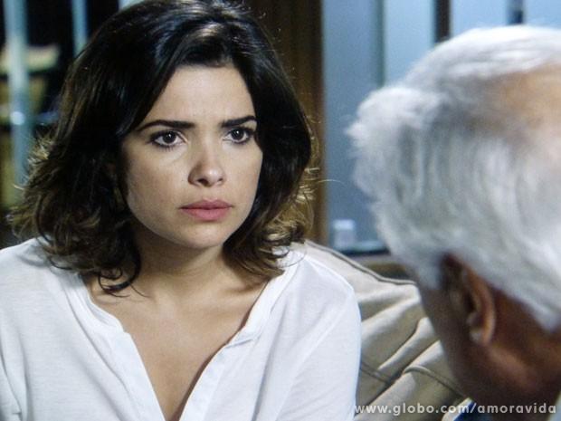 Aline dá uma sugestão nada honesta para César (Foto: Amor à Vida/TV Globo)