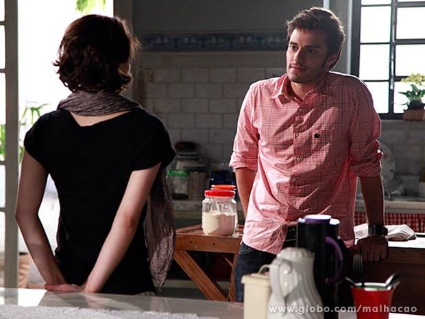 Martin fica passado ao perceber que Micaela pensou em beijá-lo (Foto: Ellen Soares / Malhação)