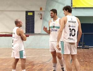 Daniel conversa com os irmãos Ricardo e Fidele (Foto: Reprodução/TV Rio Sul)