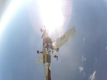 Paraquedista atropelado por um avião (Foto: Reprodução)