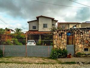 Idosa foi atacada por pit bull e morreu na cidade de Feira de Santana, Bahia (Foto: Ed Santos/Acorda Cidade)