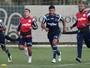 """Alecsandro exalta banco do Verdão: """"Em outro time seria de 8º para cima"""""""