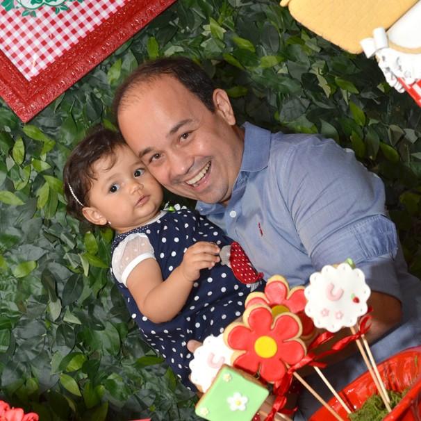 O repórter Marcelo Hespaña e a filha Carol (Foto: Arquivo pessoal/ Divulgação)