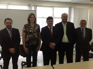 Secretários, prefeito, vice-prefeito e futuro presidente do Saae Limeira (Foto: Divulgação/Prefeitura de Limeira)