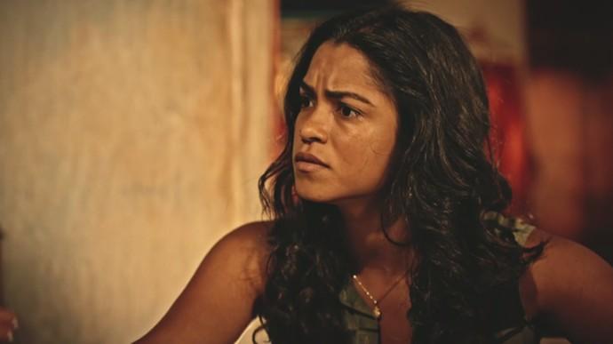 Luzia fica surpresa com a revelação da filha (Foto: TV Globo)