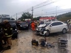 Adolescente fica preso em ferragens de carro após acidente em Manaus