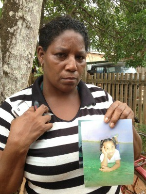 Tia da menina contou que ainda tentaram fazer ressuscitação, mas ela não resistiu (Foto: Larissa Matarésio/G1)