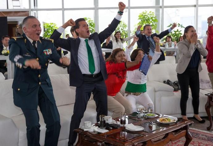 Presidente do México comemorando o gol (Foto: Reprodução Twitter)
