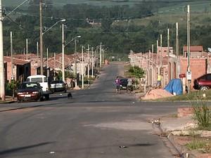 Cerca de 330 famílias vivem no conjunto do Jardim Maria Cristina  (Foto: Ronaldo Oliveira/EPTV)