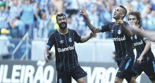 ao estilo ronaldinho (Lucas Uebel/Divulgação Grêmio)