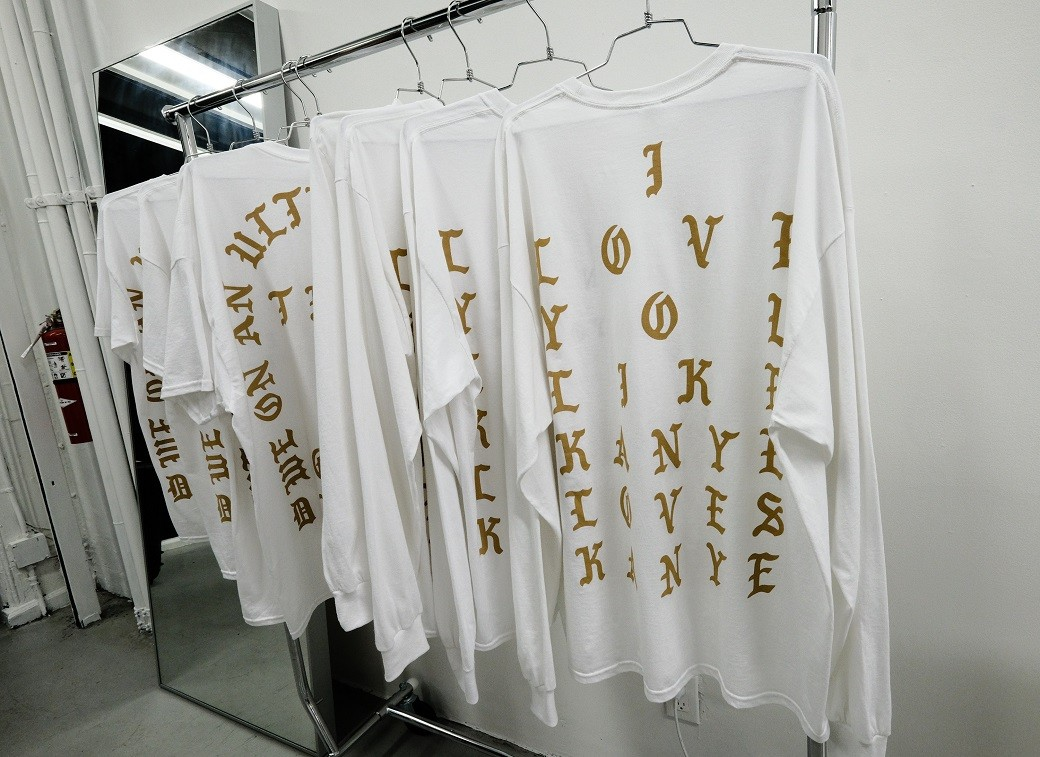 Kanye preparou camisas exclusivas com a temtica do disco 'The Life Of Pablo' (Foto: Evan Agostini/Invision/AP)