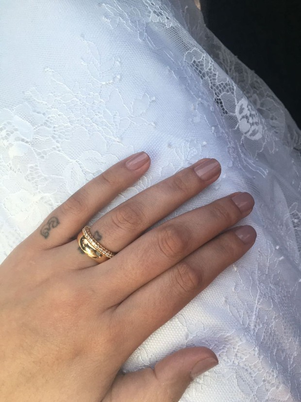 Andressa Urach mostra sua aliança de casada (Foto: Arquivo pessoal)