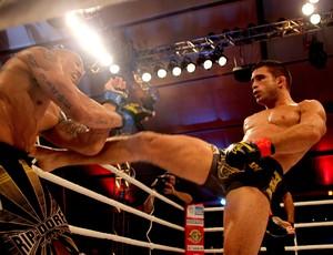 Pedro Nobre em ação contra Rodolfo Marques no Shooto 33 Bope (Foto: Divulgação)