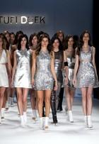 O estilista Tufi Duek leva a top Isabelli Fontana para passarela de verão 2015 do SPFW