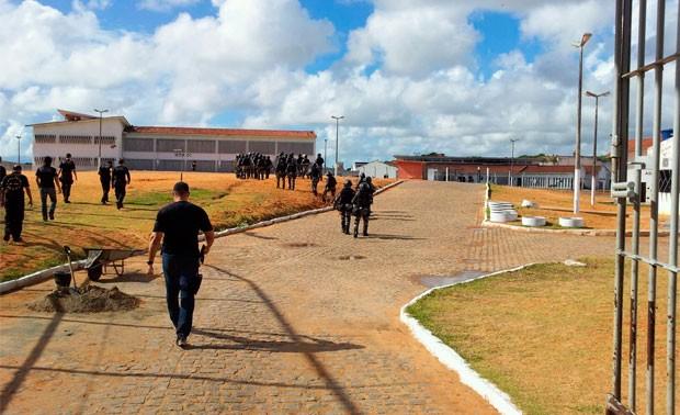 Pavilhão 1 da Penitenciária de Alcaçuz é alvo da operação de revista da PM (Foto: Henrique Dovalle/G1)