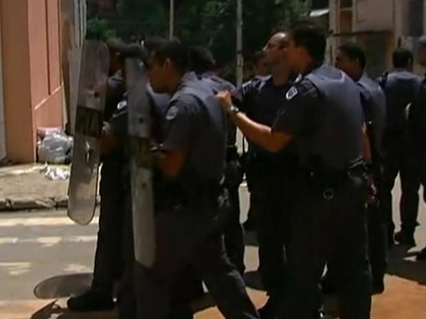 PMs usaram bombas de gás para dispersar ato em Osasco (Foto: Reprodução/TV Globo)