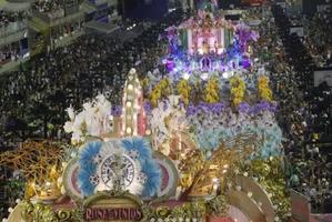 Mangueira é a campeã do carnaval do Rio em 2016