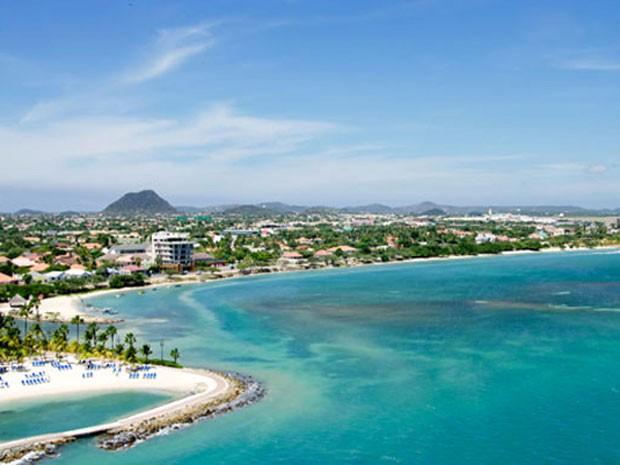 Aeroporto de Aruba, eleito um dos que oferecem os pousos mais belos do mundo (Foto: Divulgação/PrivateFly)