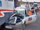 Carro da Ampla bate em traseira de ônibus (João Delfino / Arquivo Pessoal)